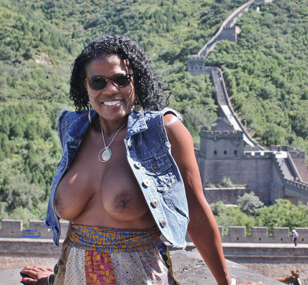 Pic #9 Raven Swallowz Nude In China - Nude Girls, Big Tits, Brunette, Ebony, Public Exhibitionist, Flashing, Outdoors, Public Place, Amateur