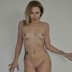Homeshoot - Perfect Tits, Shaved, Tattoo, Naked Girl, Amateur