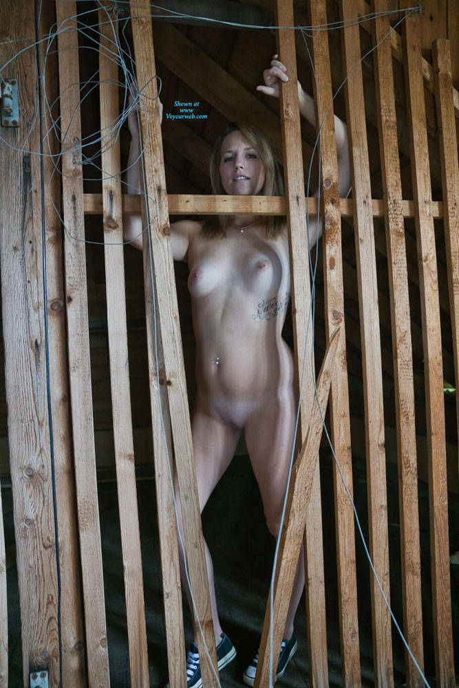 Pic #5 Abandoned House Pt. 2 - Nude Girls, Shaved, Amateur