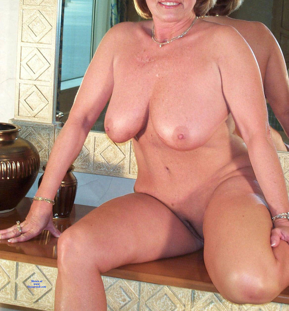 Pic #1 Domino Posing Naked Again - Nude Girls, Big Tits, Mature, Amateur