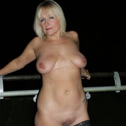 Letting My Breasts Feel The Air - Nude Girls, Big Tits, Blonde, Lingerie, Mature, Shaved, Amateur, Stockings Pics