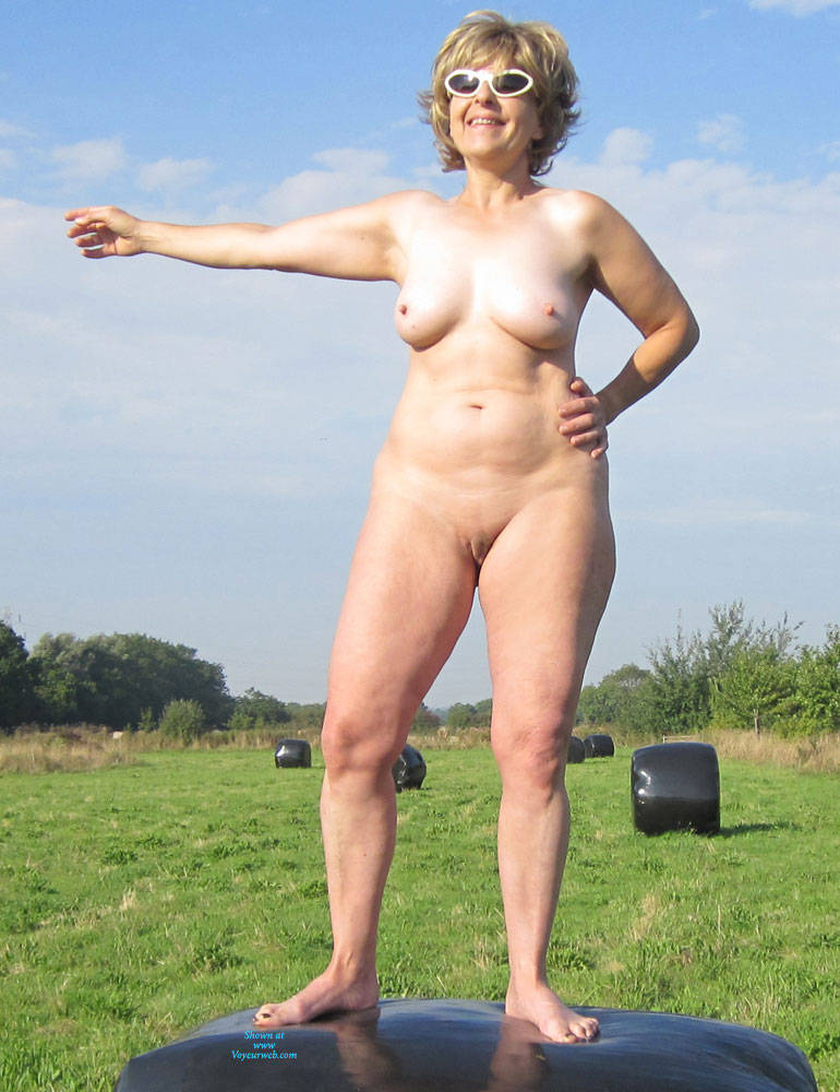 Pic #2 Lady Bee Out In The Country Part 2 - Nude Amateurs, Big Tits, Mature, Outdoors