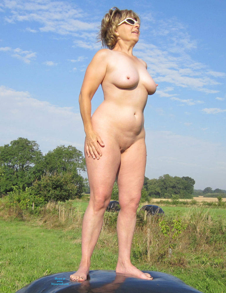Pic #1 Lady Bee Out In The Country Part 2 - Nude Amateurs, Big Tits, Mature, Outdoors