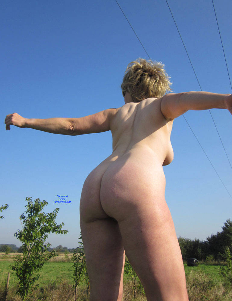 Pic #7 Lady Bee Out In The Country Part 2 - Nude Amateurs, Big Tits, Mature, Outdoors