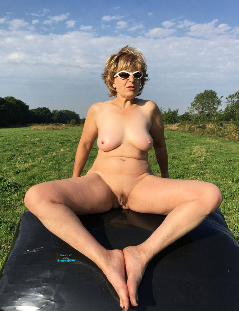 Pic #9 Lady Bee Out In The Country Part 2 - Nude Amateurs, Big Tits, Mature, Outdoors