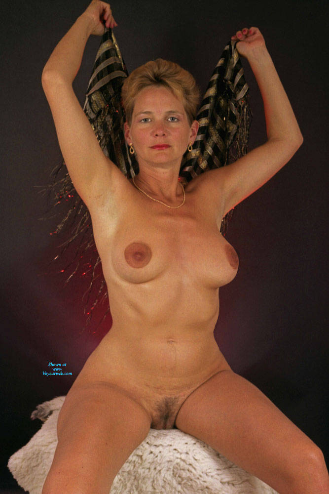 Pic #4 Studio And Nude Shots - Nude Wives, Big Tits, Bush Or Hairy, Amateur