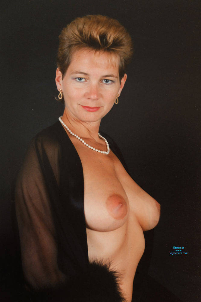 Pic #2 Studio And Nude Shots - Nude Wives, Big Tits, Bush Or Hairy, Amateur