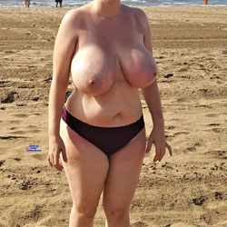 The Mrs Loves Getting Her Boobs Out! - Pantieless Wives, Beach, Big Tits, Outdoors, Amateur