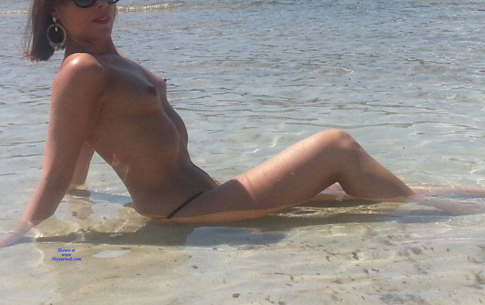 Pic #1 Scarlet In Black String - Topless Girls, Beach, Outdoors, Amateur
