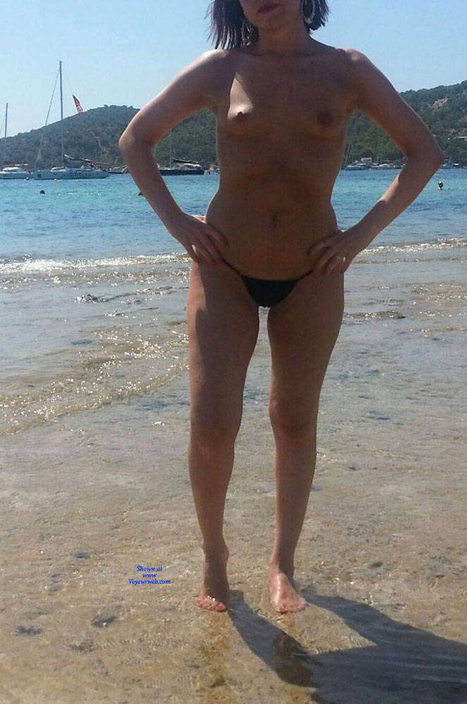 Pic #3 Scarlet In Black String - Topless Girls, Beach, Outdoors, Amateur