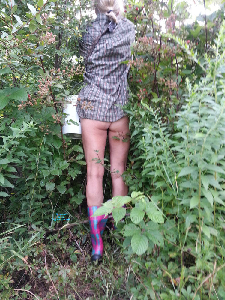Pic #1 Load Of Fun Outdoors - Nude Girls, Outdoors, Nature, Amateur