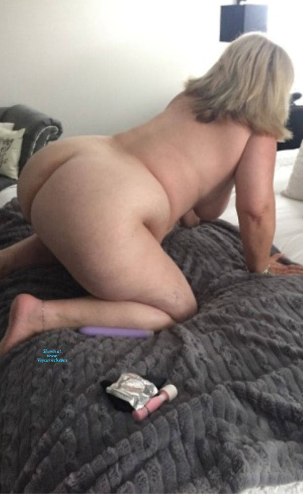 Pic #3 My Big Ass And Sexy Feet - Nude Amateurs, Big Ass, Mature