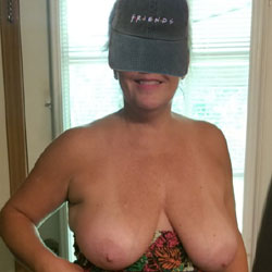 Hot Wife - Topless Wives, Big Tits, Mature, Amateur