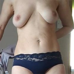 Quick Tit Flash - Topless Girlfriends, Big Tits, Amateur
