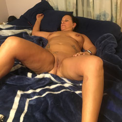 Girlfriend Wanting To See What People Think Of Her - Nude Girlfriends, Big Tits, Brunette, Amateur, Tattoos