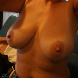 My Wife Boobs 2 - Topless Wives, Big Tits, Amateur
