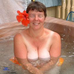 Hot Tub Hooters - Big Tits, Brunette, Mature, Outdoors, Amateur