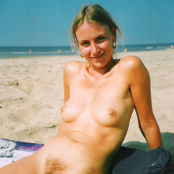 Sand On Wet Pussy - Nude Girls, Beach, Outdoors, Bush Or Hairy, Amateur