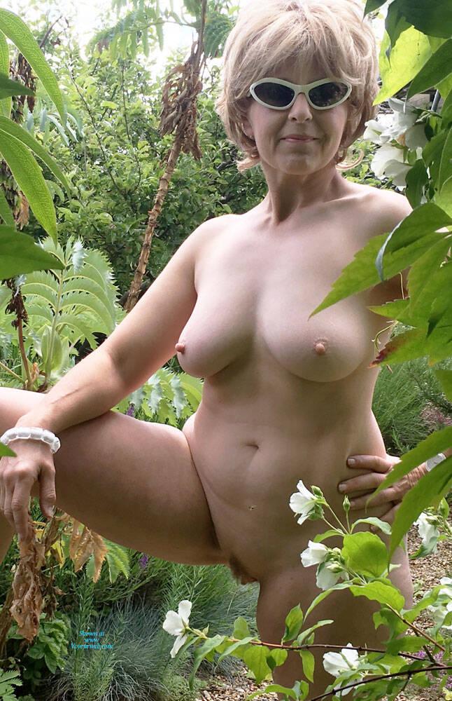 Ost nackt Van Valerie  Valerie Van