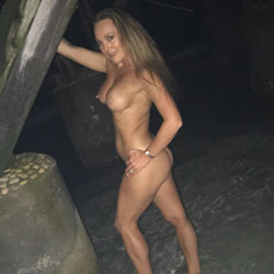 Night Shots At The Pier - Nude Wives, Big Tits, Outdoors, Amateur