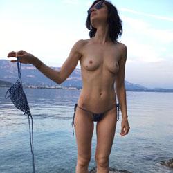 Naked On A Rock - Nude Girls, Brunette, Outdoors, Amateur