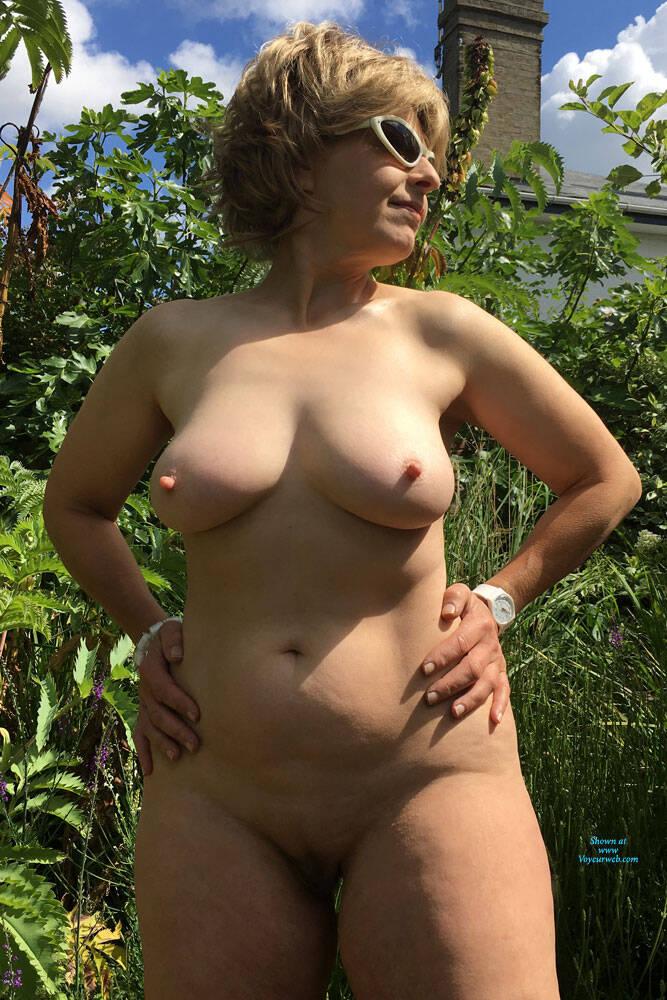 amateur big ass outdoor nude