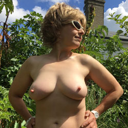 Lady Bee's Blue Sky - Nude Amateurs, Big Tits, Mature, Outdoors, Bush Or Hairy, Amateur