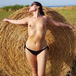 Tra Trulli e Fieno - Brunette Hair, Nude Outdoors, Topless Girl, Sexy Ass, Amateur