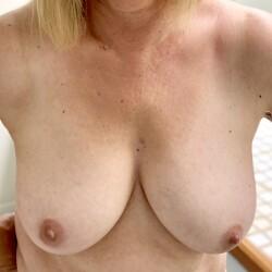 Medium tits of my wife - SCgirl