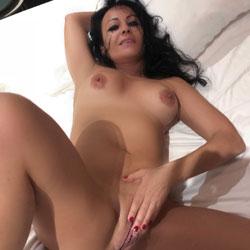 Elsa! - Nude Girls, Big Tits, Brunette, Bush Or Hairy, Amateur