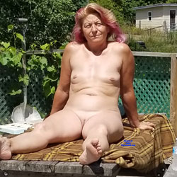 Relaxing At The Farm - Nude Wives, Mature, Outdoors, Shaved, Amateur