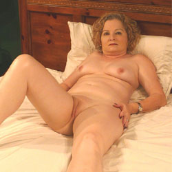Naked Girls 18+ Zoe lister-jones nude