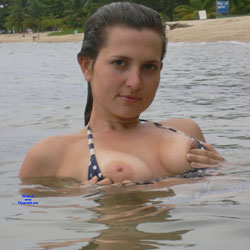 Elle Montre Ses Tetons - Big Tits, Brunette Hair, Nude Outdoors, Beach Voyeur, Naked Girl, Amateur