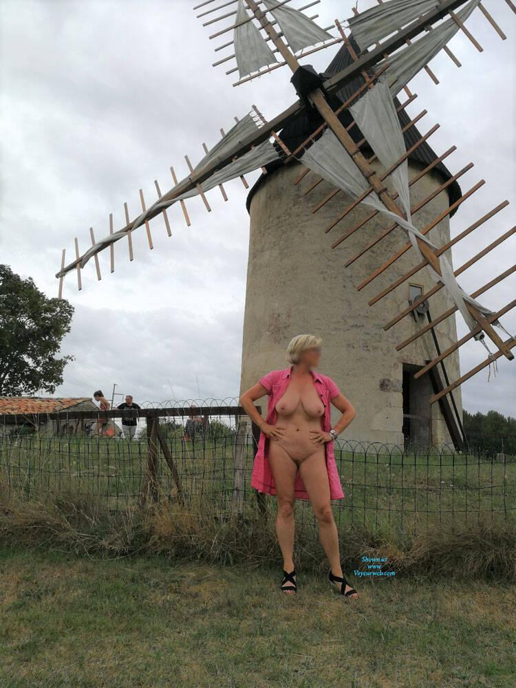 Pic #9 Deshabillez Moi - Nude Girls, Big Tits, Public Exhibitionist, Flashing, Outdoors, Public Place, Amateur