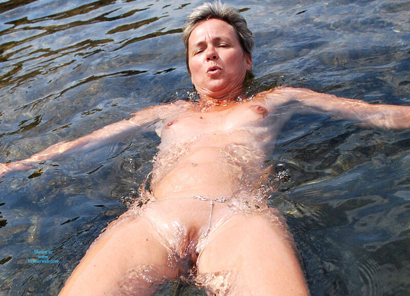 Pic #2 En Vacances - Nude Amateurs, Outdoors, Shaved