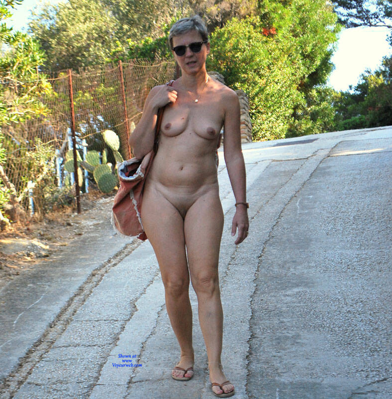 Pic #5 En Vacances - Nude Amateurs, Outdoors, Shaved