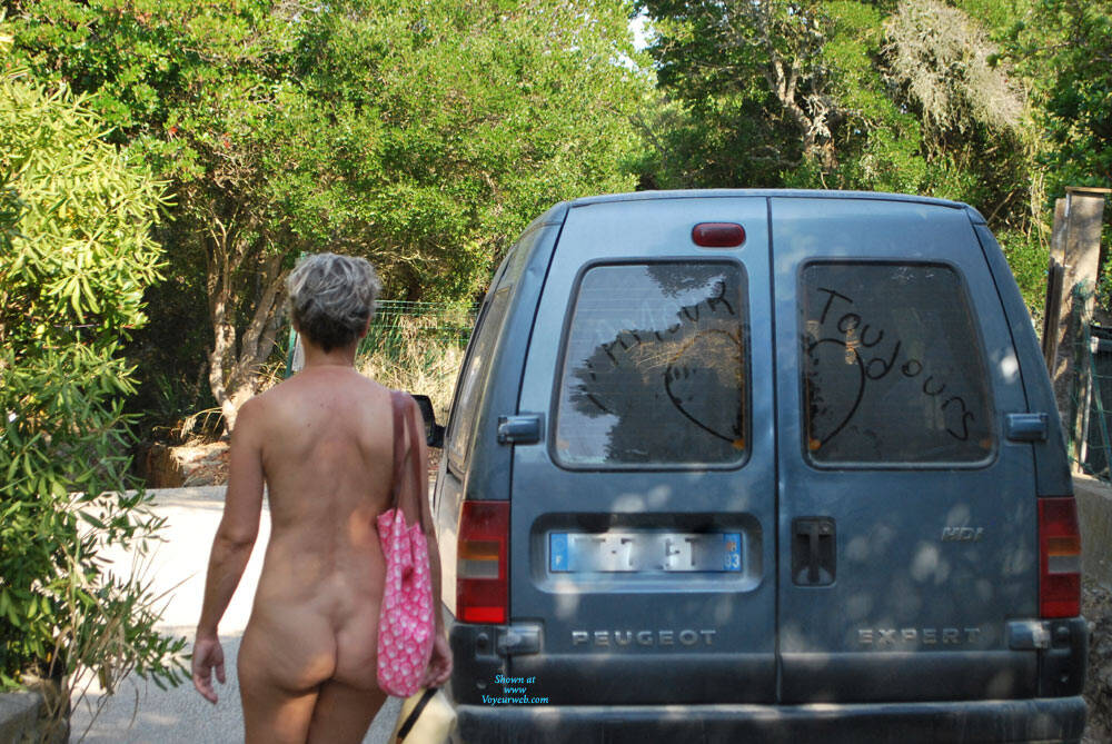Pic #6 En Vacances - Nude Amateurs, Outdoors, Shaved