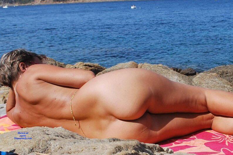 Pic #8 En Vacances - Nude Amateurs, Outdoors, Shaved