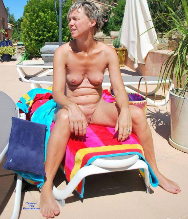 Pic #9 En Vacances - Nude Amateurs, Outdoors, Shaved