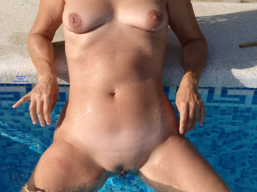 Pic #3 De Vacaciones - Nude Wives, Outdoors, Amateur