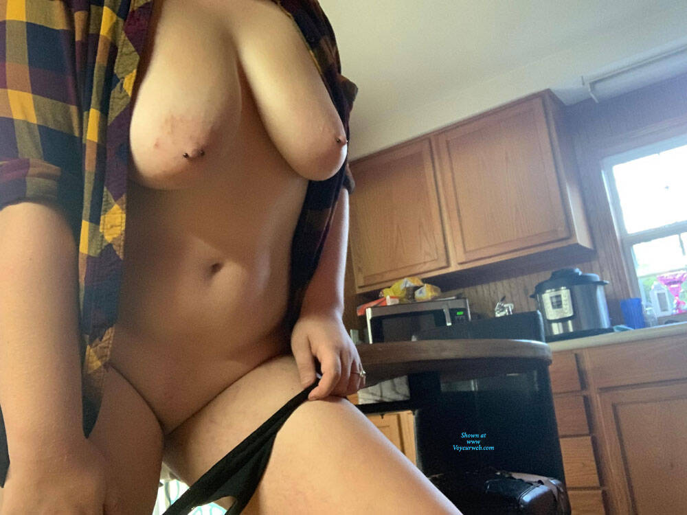 Pic #4 A Little Fun In The Kitchen - Nude Girls, Big Tits, Shaved, Amateur, Body Piercings