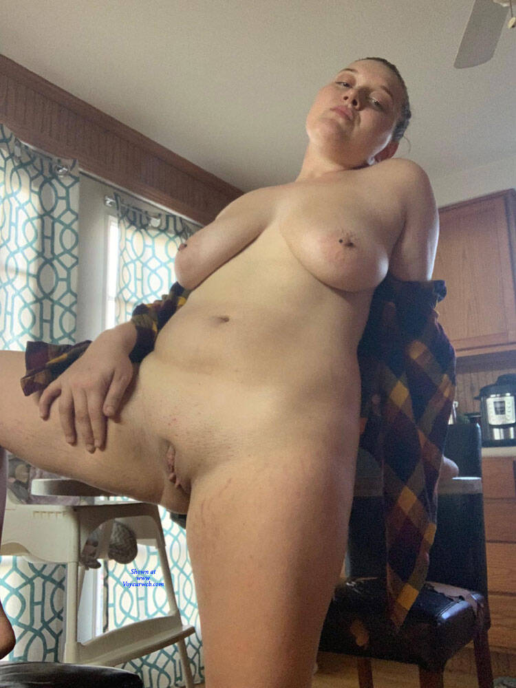 Pic #6 A Little Fun In The Kitchen - Nude Girls, Big Tits, Shaved, Amateur, Body Piercings