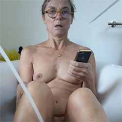 Surprise Dans Le Bain - Nude Amateurs, Mature