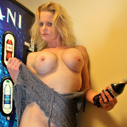 Nikki Hotel Hallway  - Big Tits, Blonde Hair, Exposed In Public, Nude In Public, Naked Girl, Amateur