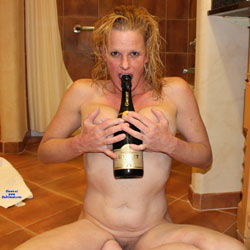 Nikki Hotel Fun Champagne  - Big Tits, Naked Girl, Amateur