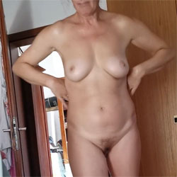Beauty - Nude Amateurs, Big Tits, Brunette, Bush Or Hairy