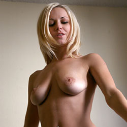 Wall Lace - Big Tits, Blonde Hair, Shaved, Naked Girl, Amateur