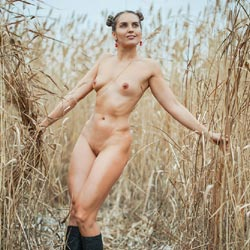 In The Thicket Of Reeds - Brunette Hair, Nude In Public, Nude Outdoors, Perfect Tits, Naked Girl, Amateur