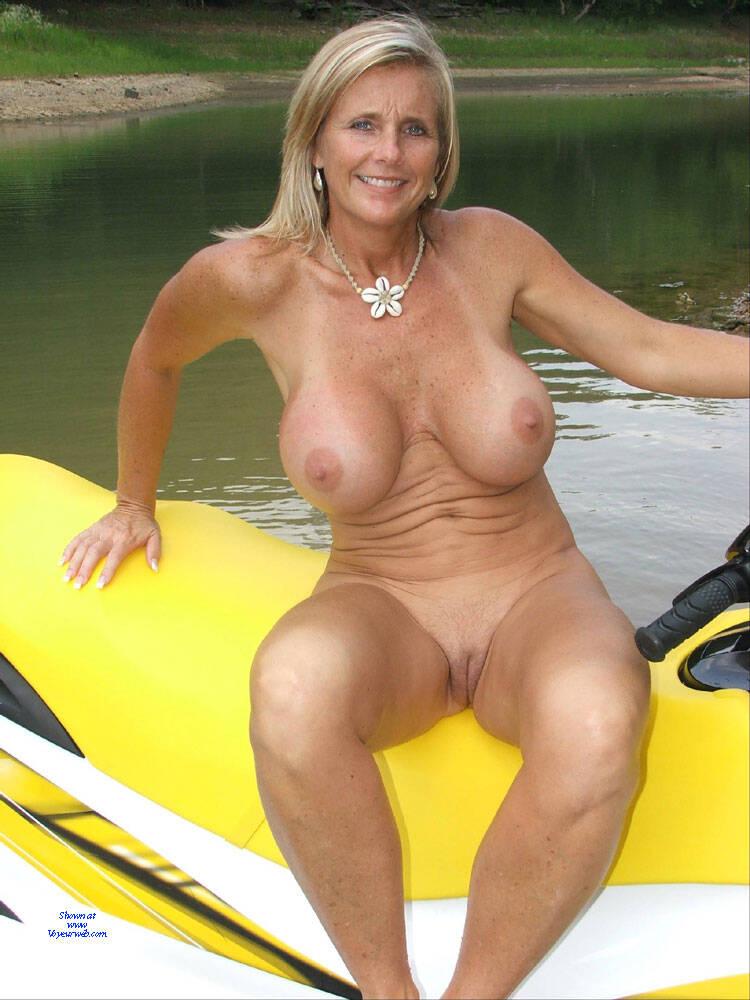 Nude Chrissy Porn