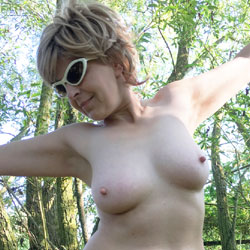 Lady Bee In The Forest - Nude Amateurs, Big Ass, Mature, Outdoors, Nature